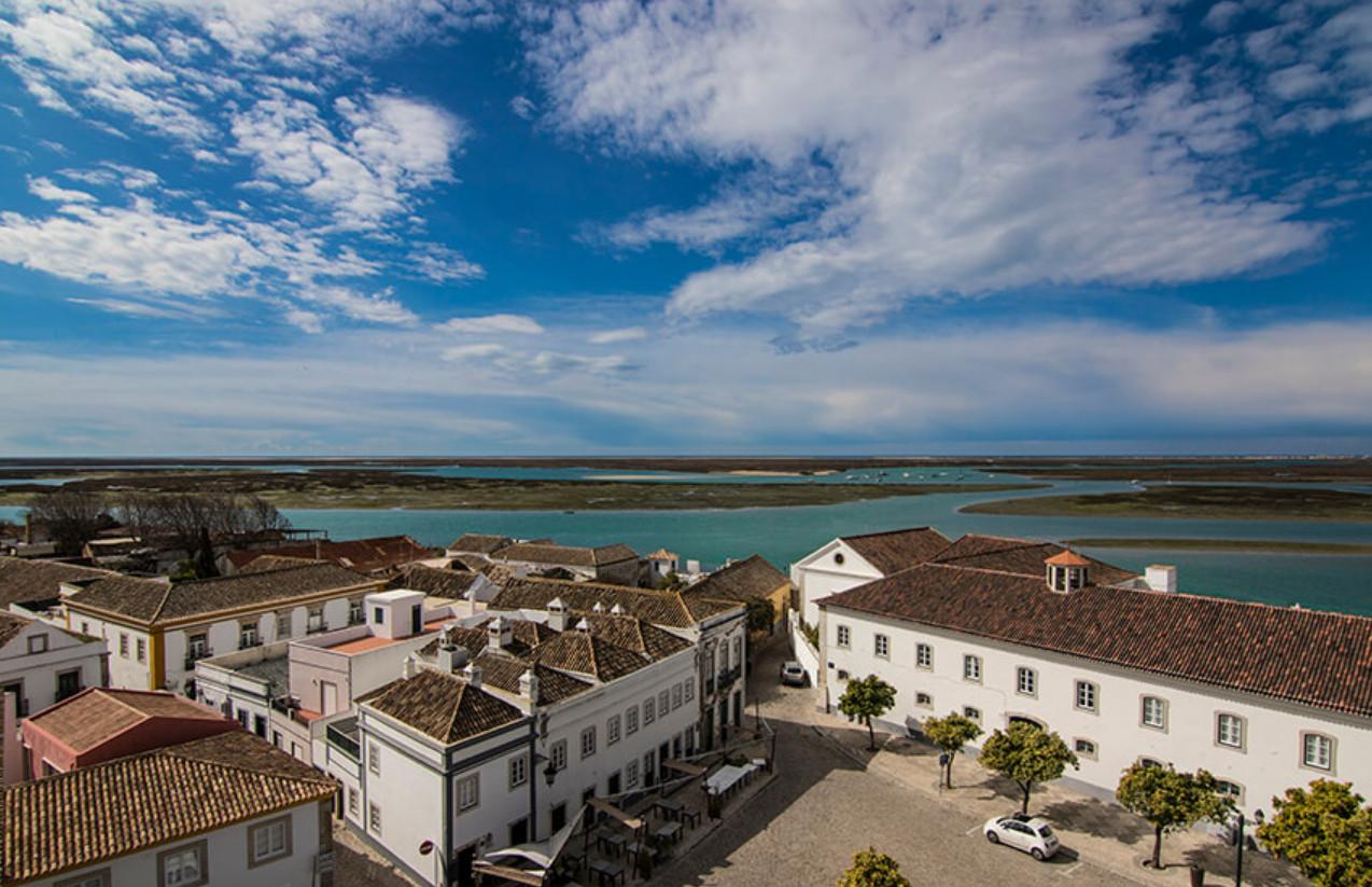 Фото: вид на город Фаро и залив