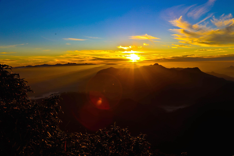 Фото: рассвет на Адамовом Пике