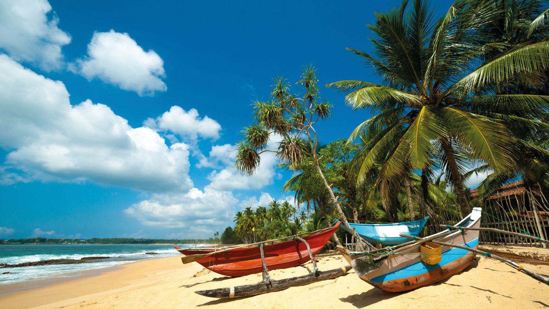 Ланкийские лодки на берегу