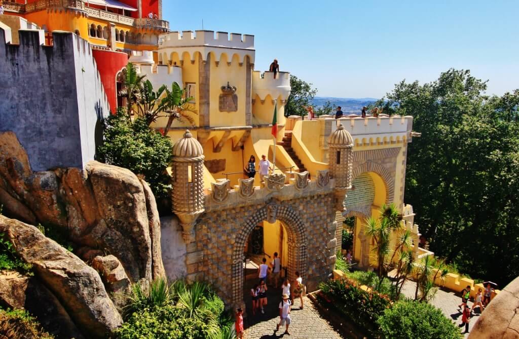 Триумфальная арка - вход в замок