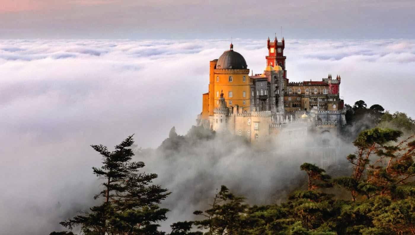 Фото: замок пена в тумане