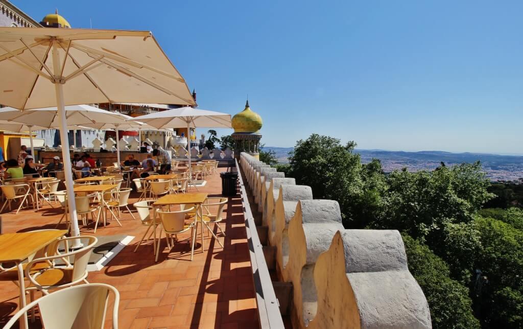 Фото: ресторан на террасе