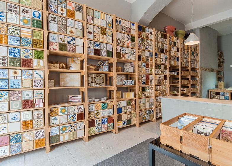 Плитка и другие керамические изделия в магазине Лиссабона
