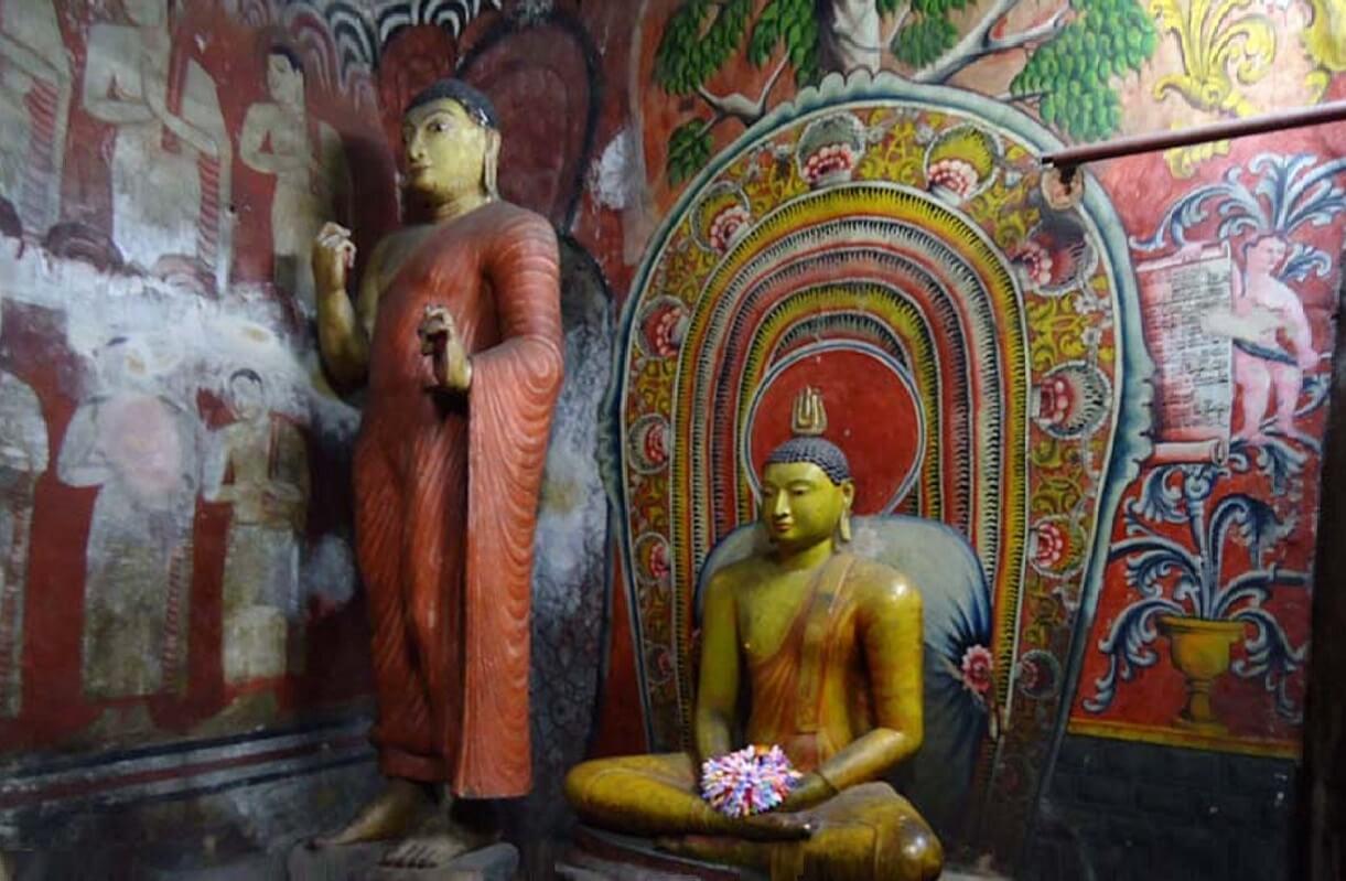 Скульптуры в пещере Дева Раджа, Дамбулла
