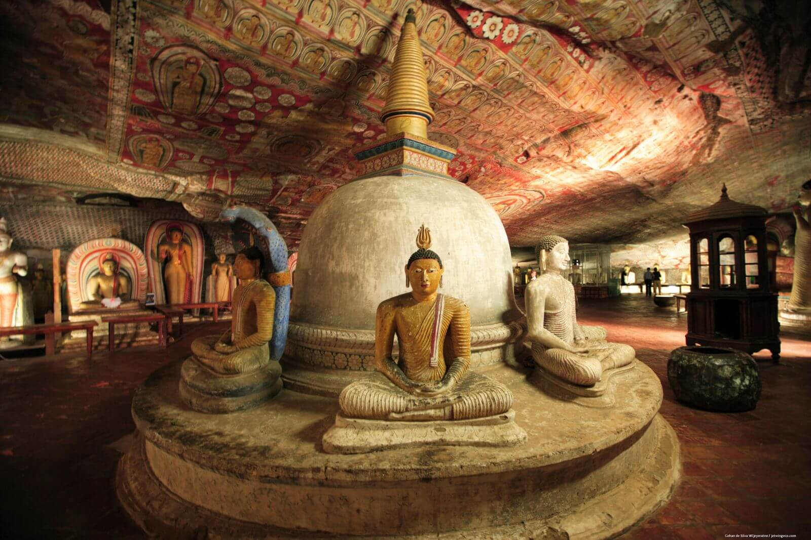 Фото: пещера Маха Раджа Вихария