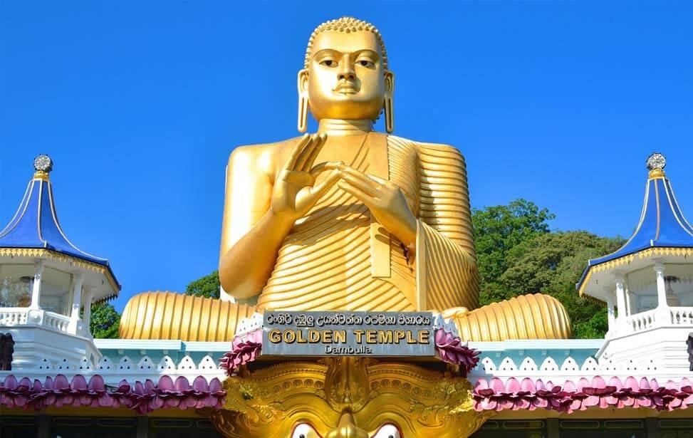 Статуя сидящего Будды в Дамбулле