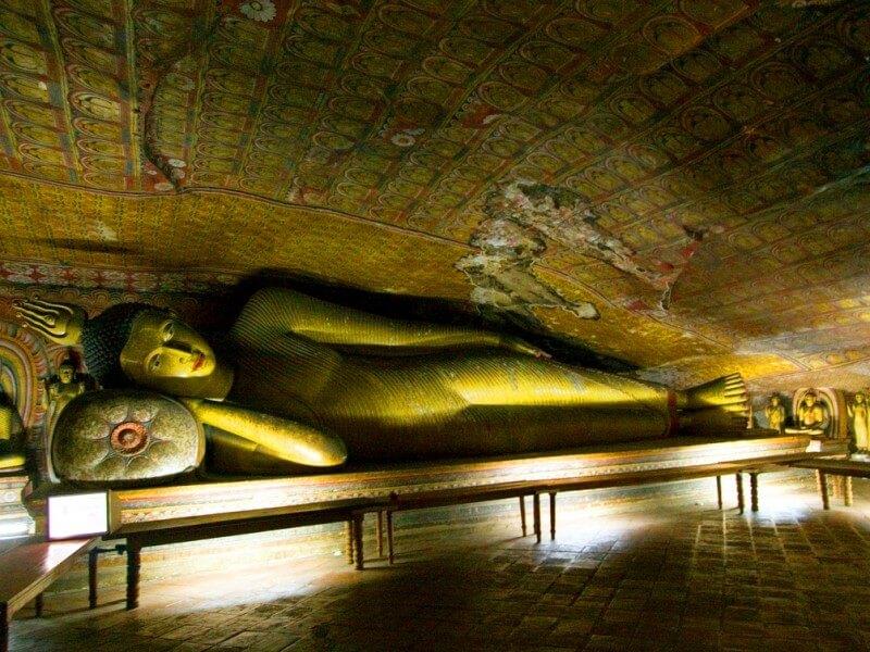 Фото: храм Дамбулла, пещера Маха Алут Вихарая