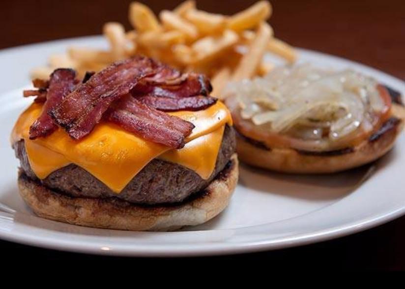 Фото: бургер одного из популярных заведений