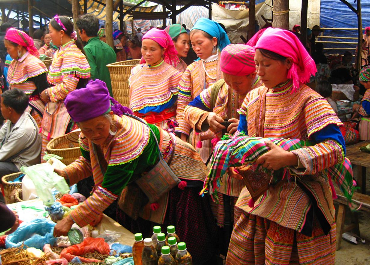 Фото: торговля на главном рынке Сапы