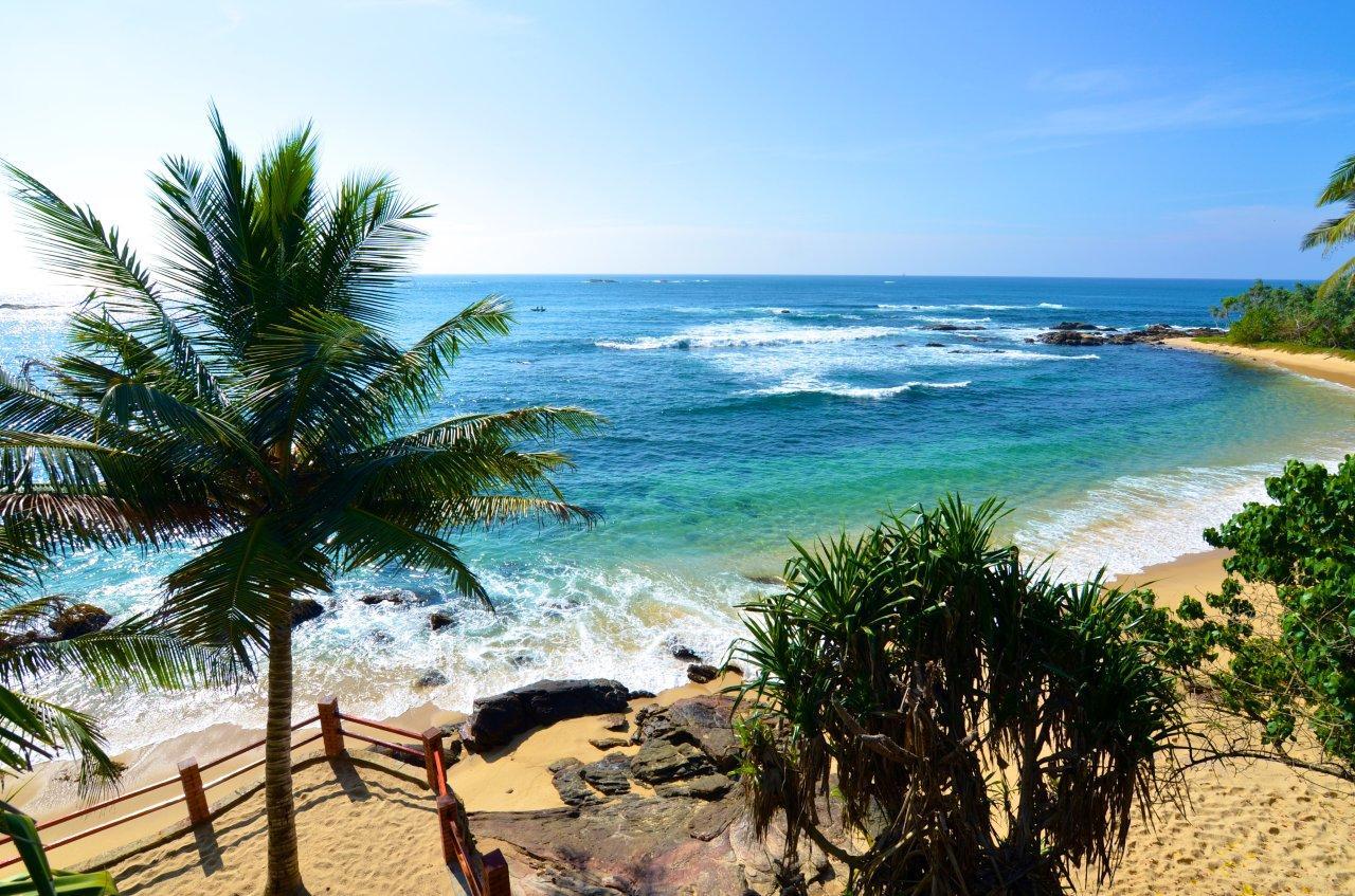 Фото: один из пляжей Тангалле