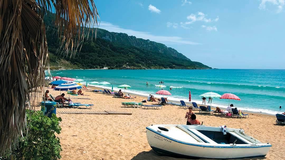 Песчаный пляж Agios Georgios