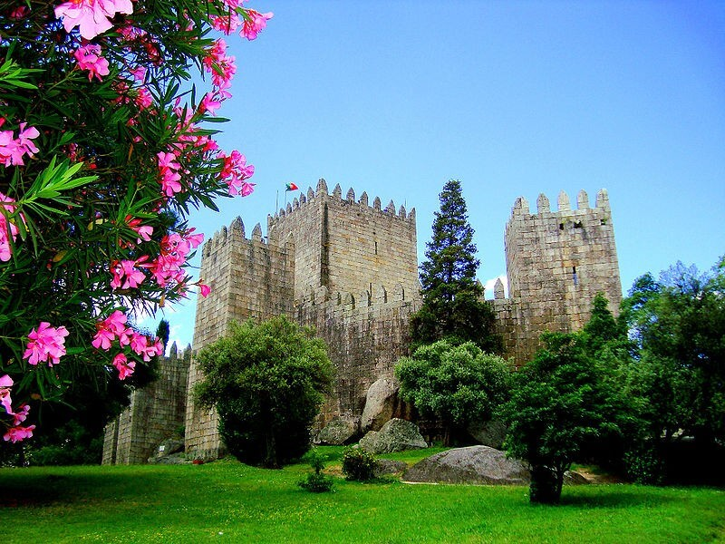 Фото: Замок Гимарайнш снаружи