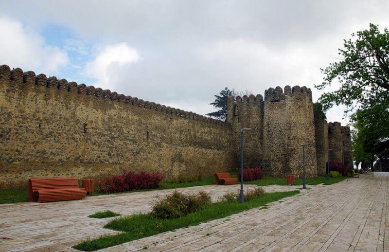 Крепостная ограда Батонис-цихе