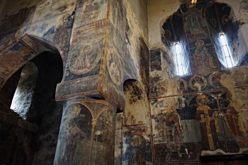 Фрески на стенах в Церкови Архангелов
