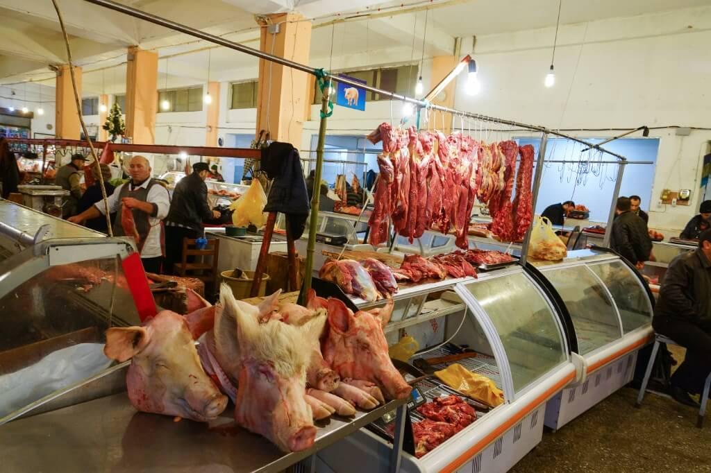 Мясные ряды на рынке