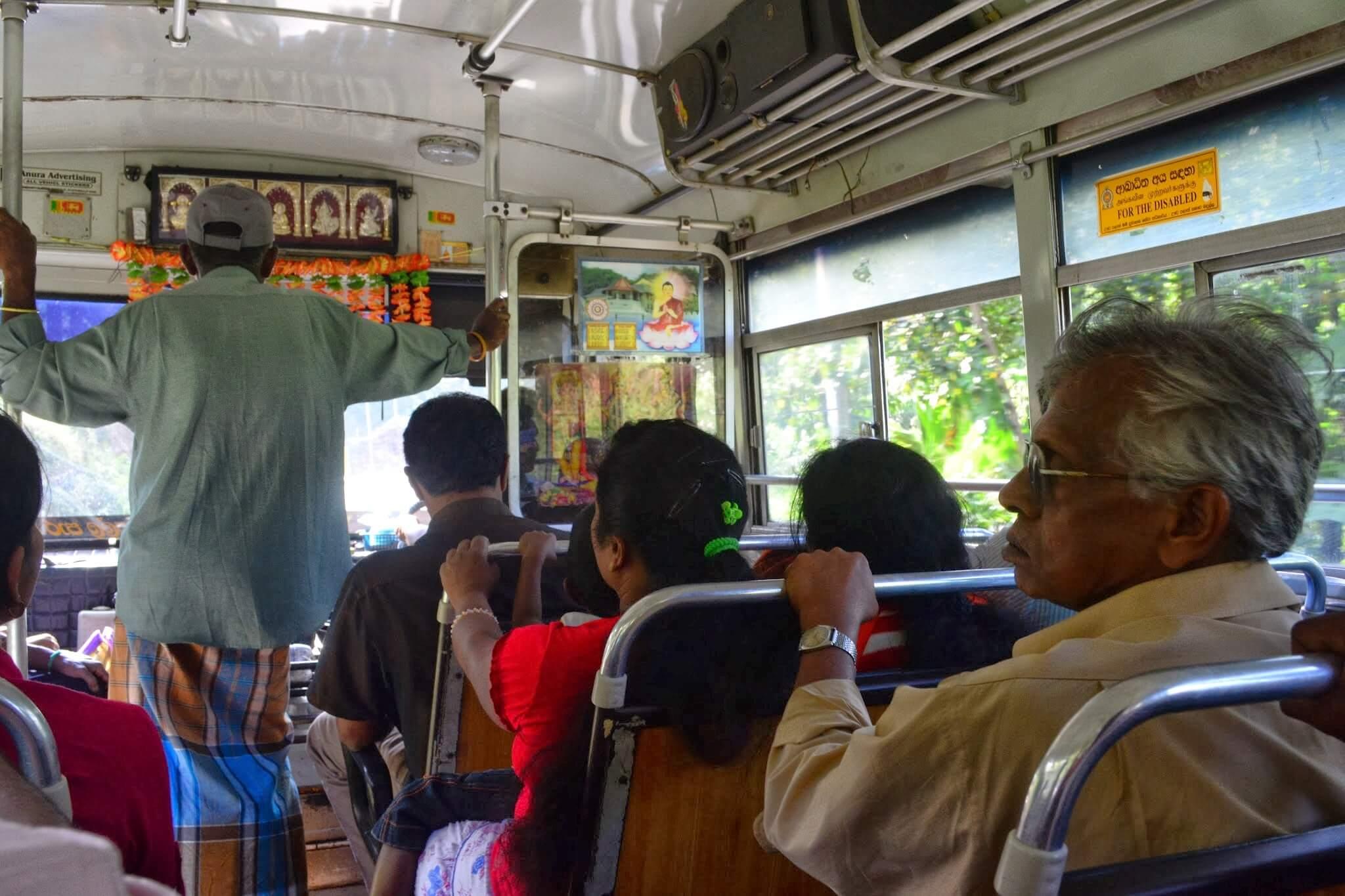 В автобусе Шри-Ланка