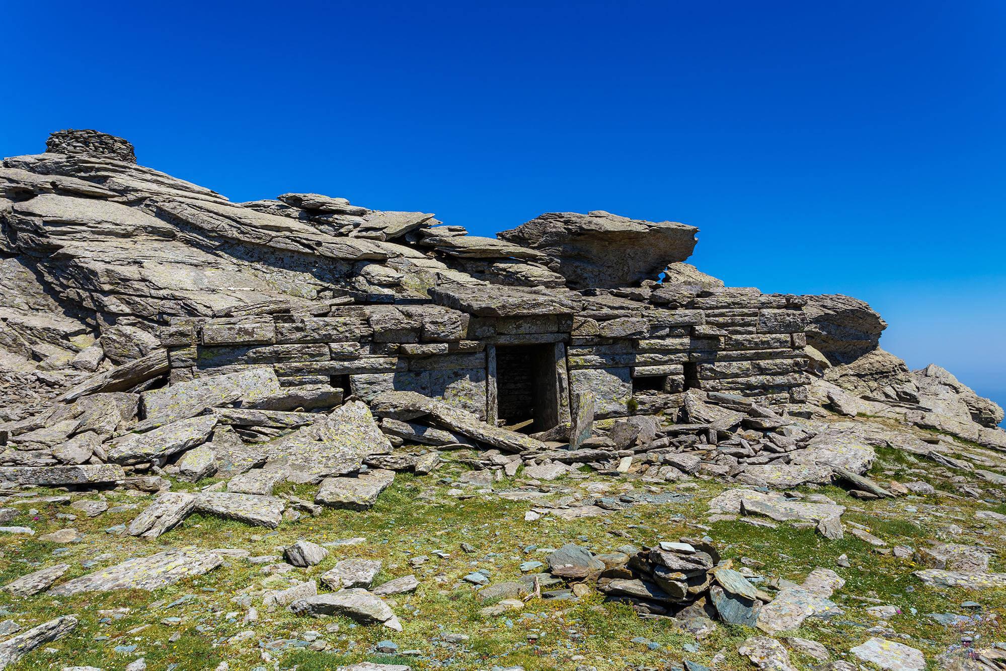 Развалины древних построек - Драконьи дома