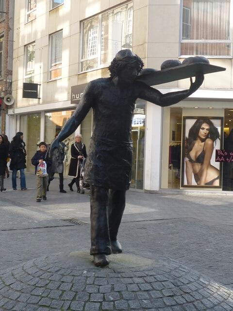 Памятник пекарю Дорре
