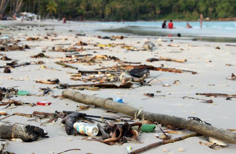 Мусор на пляже Бай Сао
