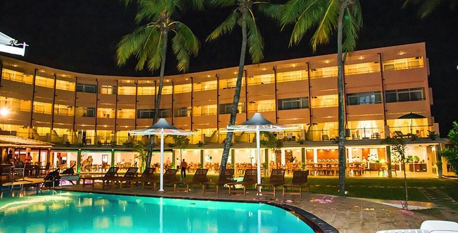 Гостиница Browns Beach Hotel