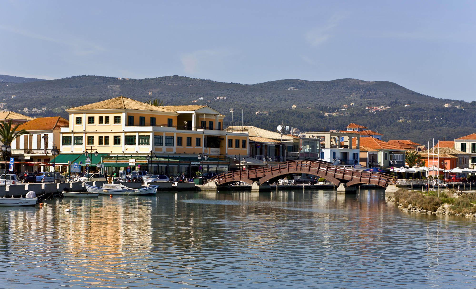Столица острова – город Лефкада