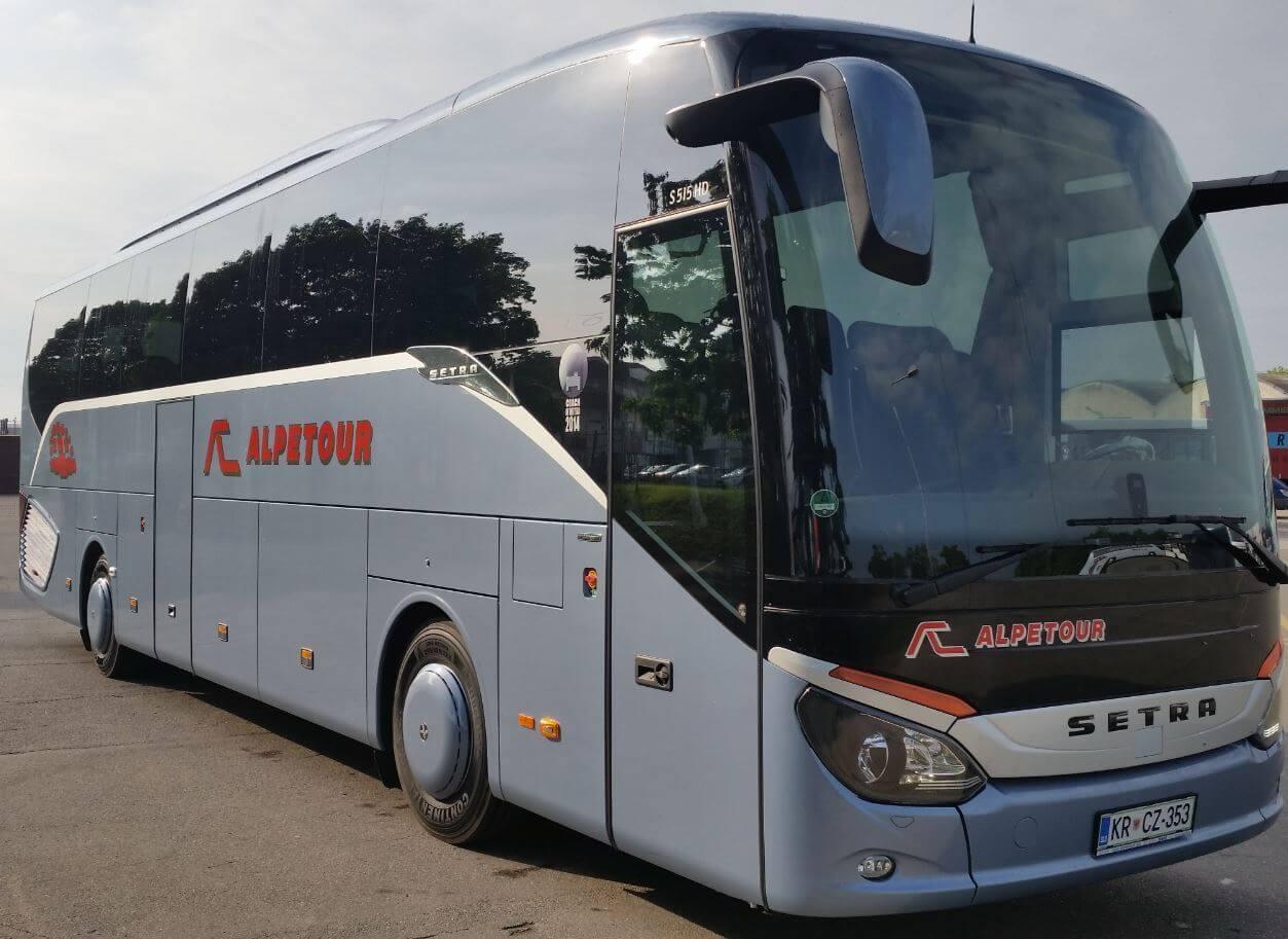 Автобус перевозчика AlpeTour