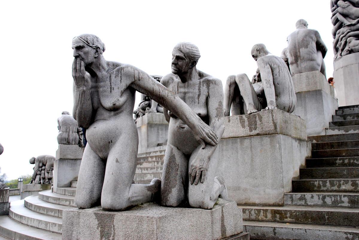 Скульптуры на тему человеческих взаимоотношений