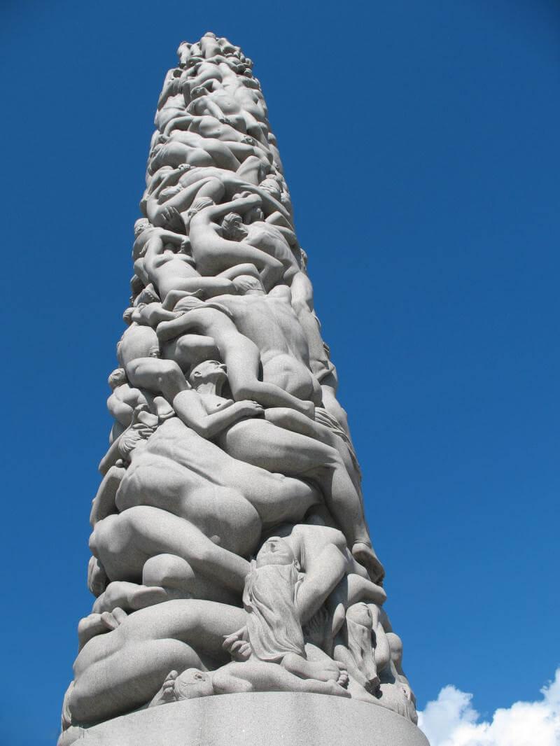 Скульптура Монолит