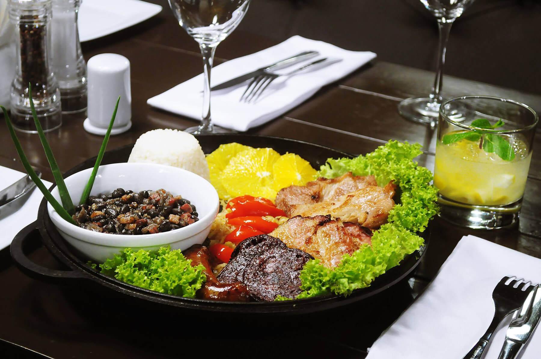 Мясное блюдо Фейжоада