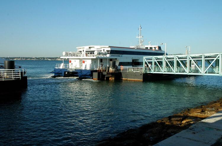 Посадка на паром от пристани Terreiro do Paço
