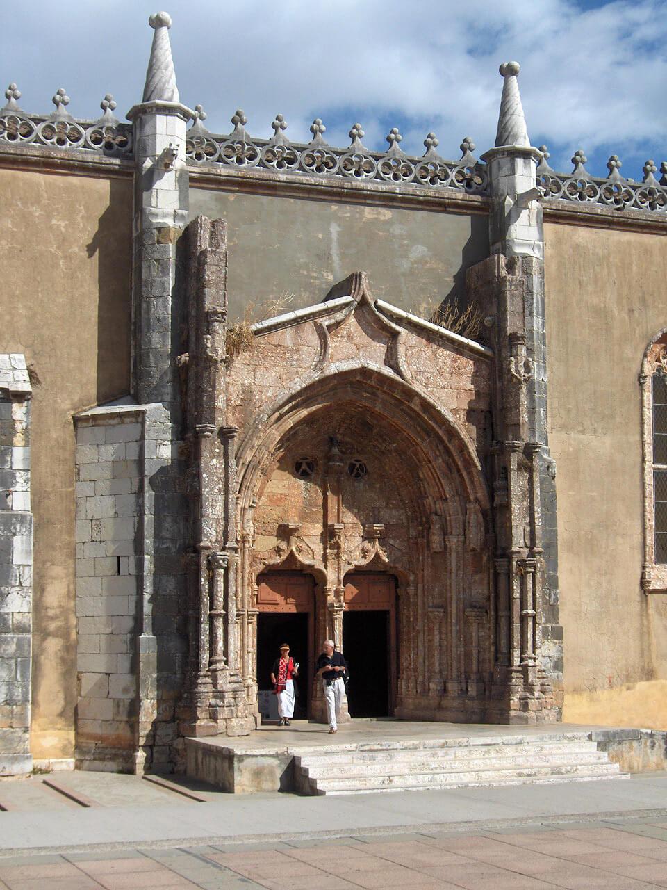 Входной портал монастыря Иисуса