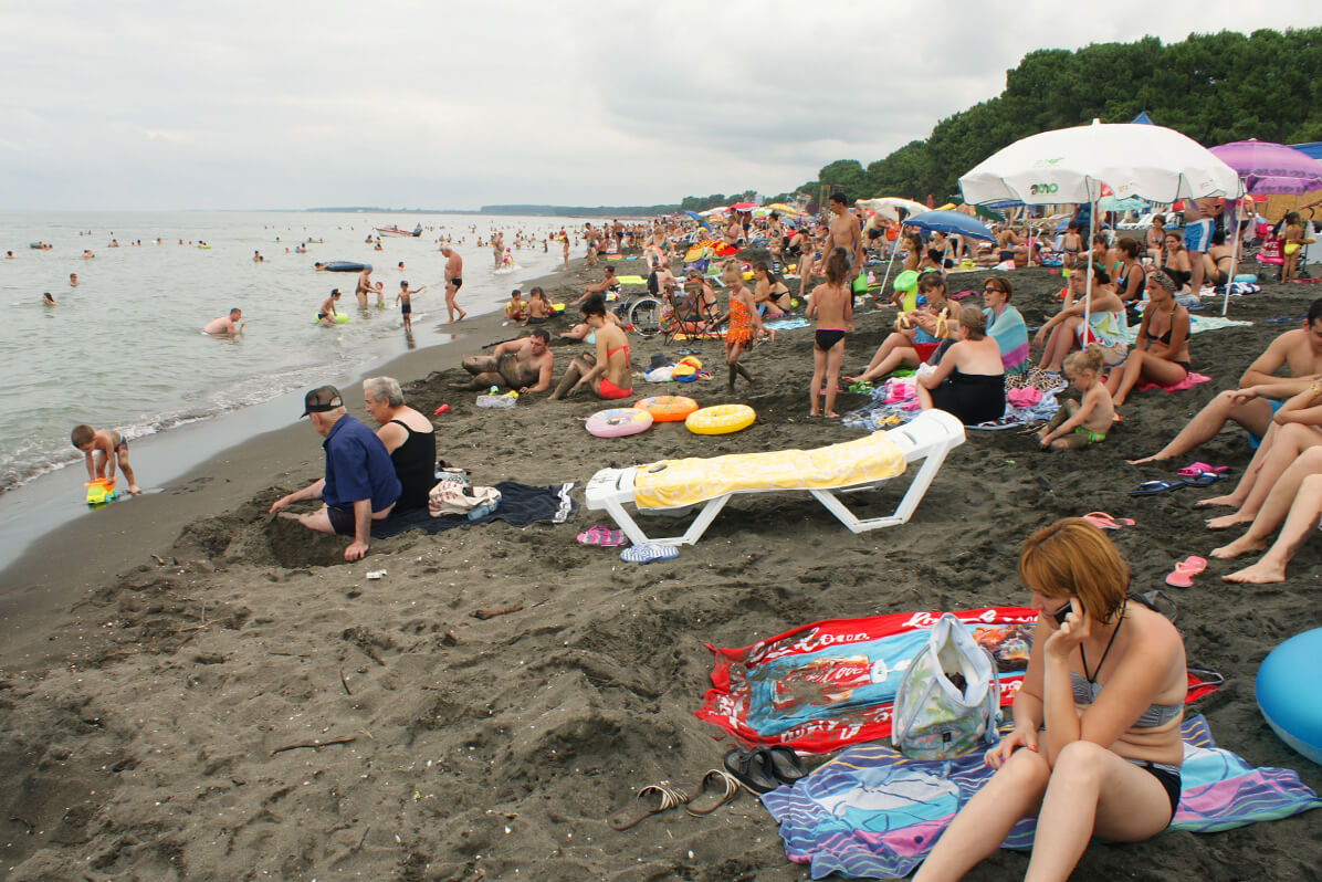 На пляже Магнетти города Уреки