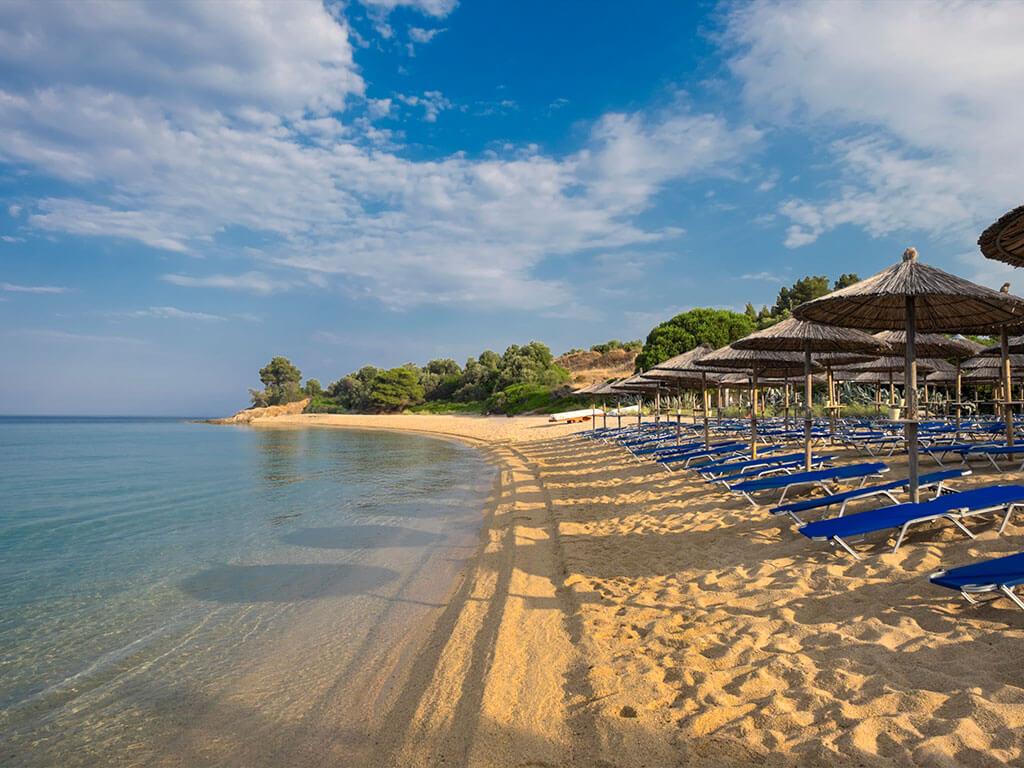 Пляжная зона Лагомандра в Никити