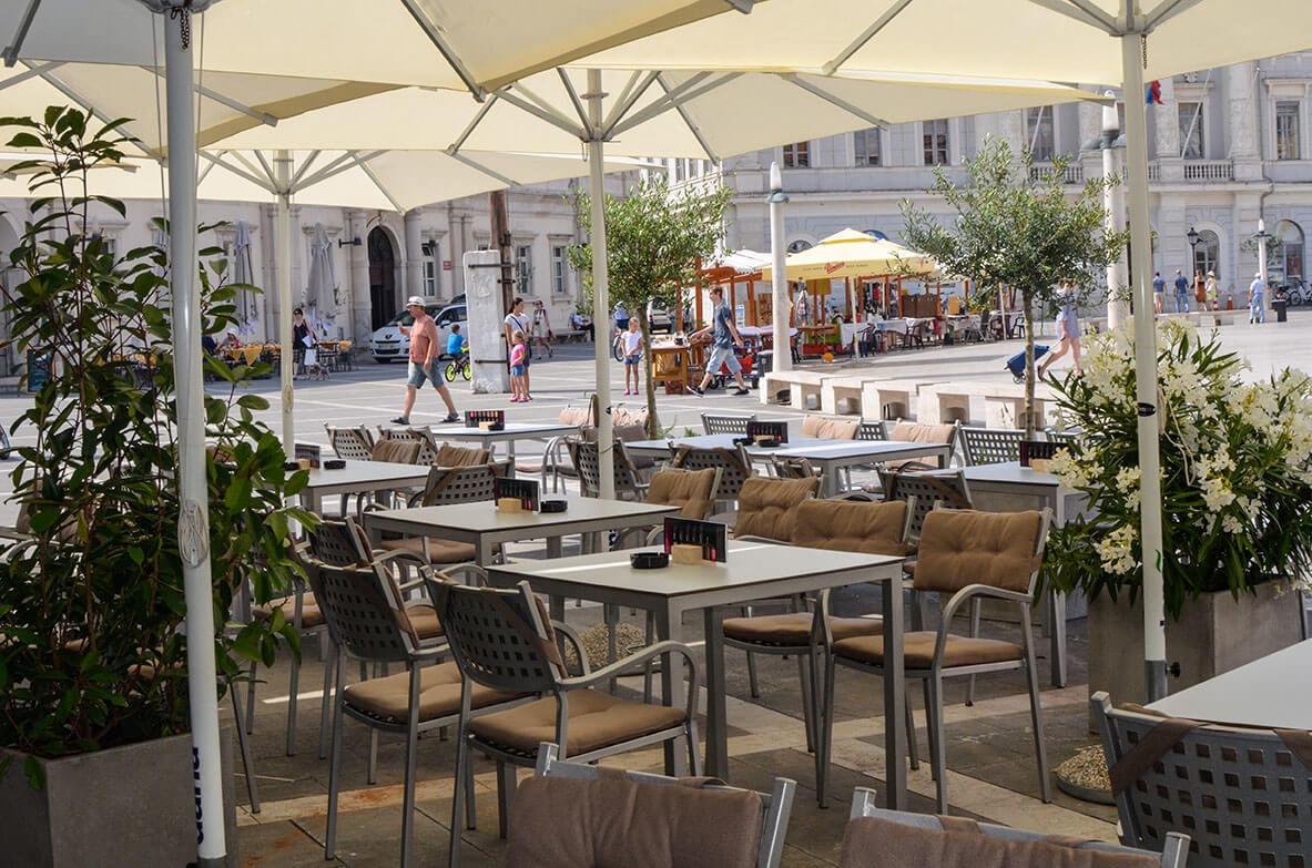 Кафе на площади Тартини в Пиране