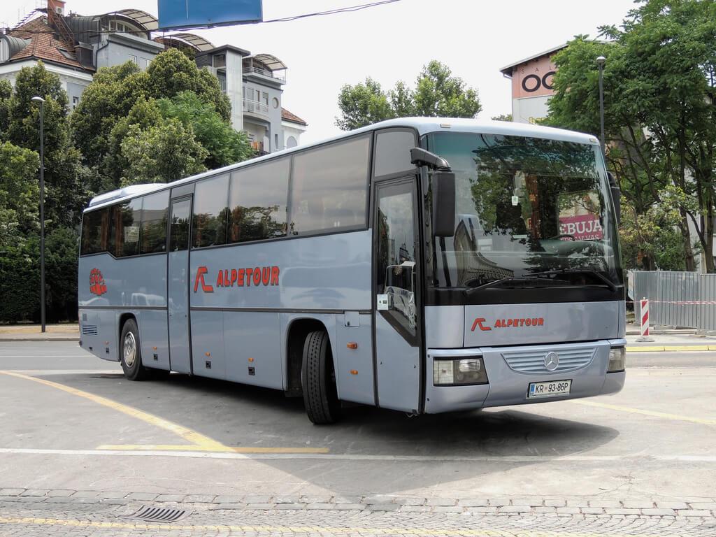 Автобус перевозчика AlpeTour до Пирана
