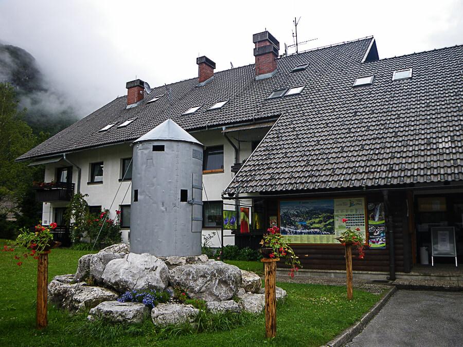 Офисом по туризму