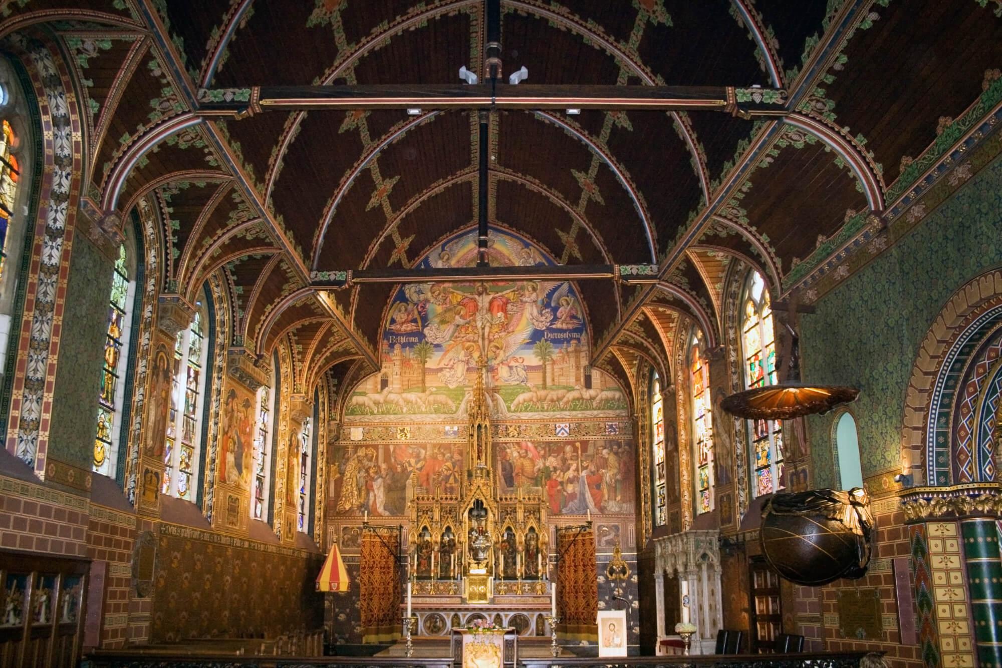 Внутри церкви Святой Крови Христовой