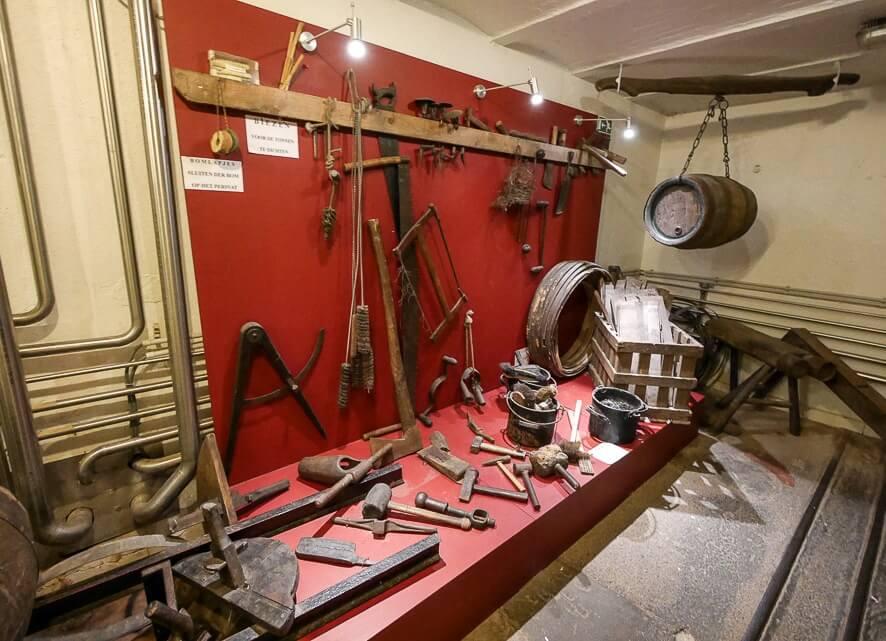 Коллекция старинного инвентаря в музее пивоварения