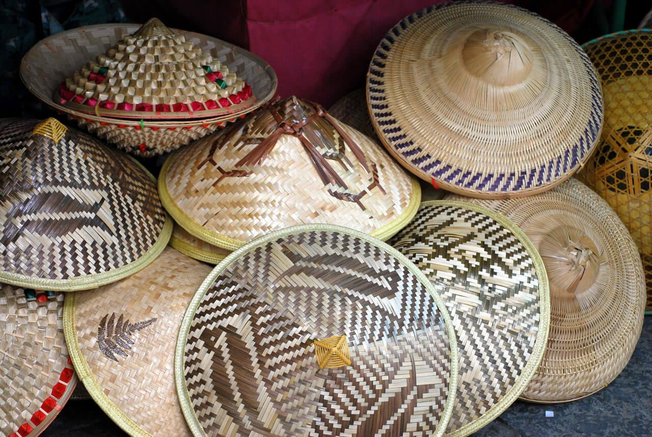 Остроконечные вьетнамские шляпы