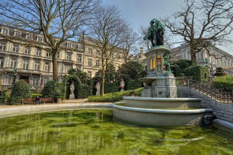 Парк на площади Гранд Саблон