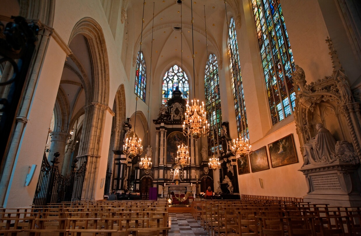 Внутри собора Святого Михаила и Гудулы