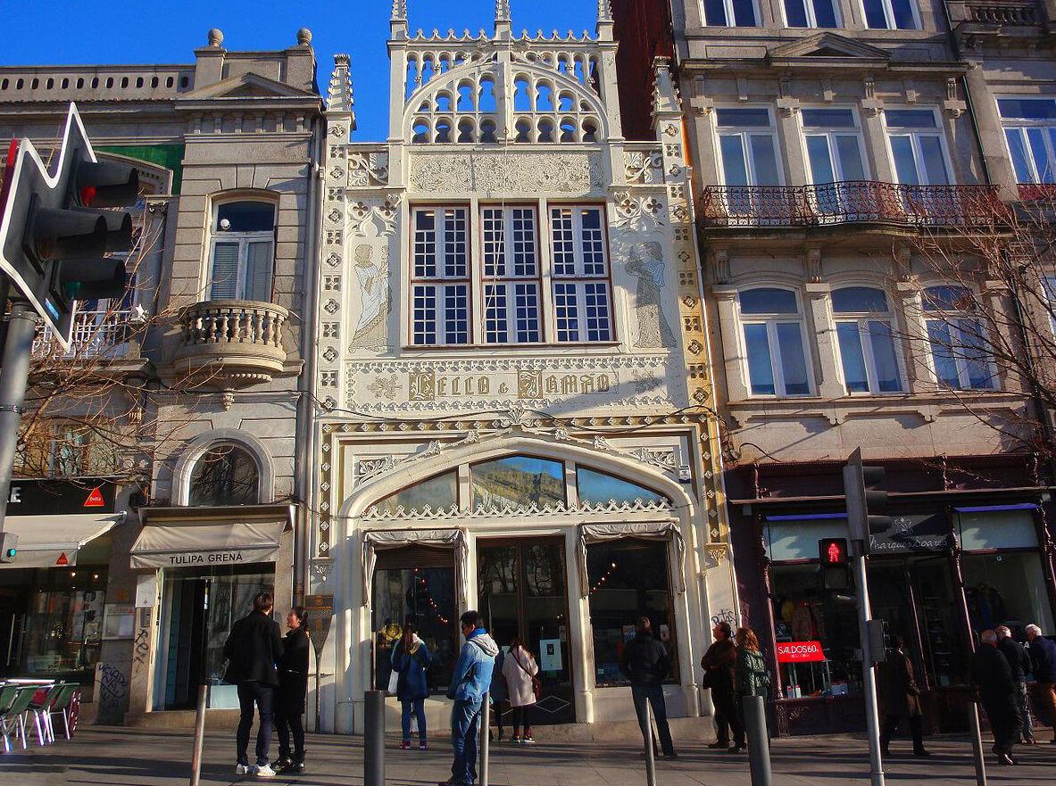 Livraria Lello – это красивейший исторический книжный магазин