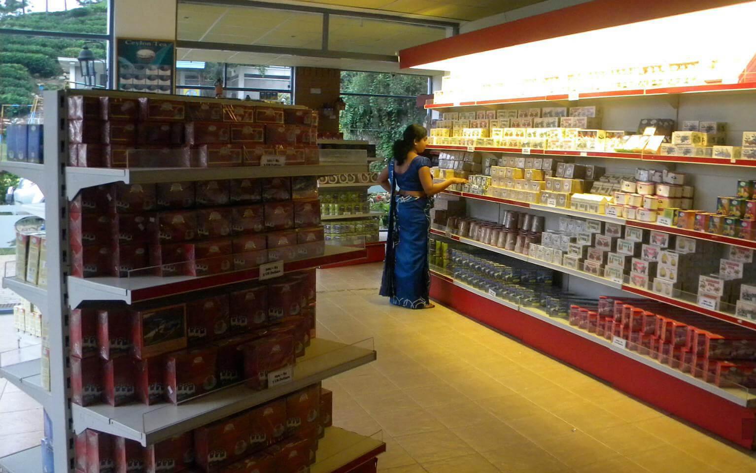 Чайный магазинчик при чайной фабрике в Шри-Ланке