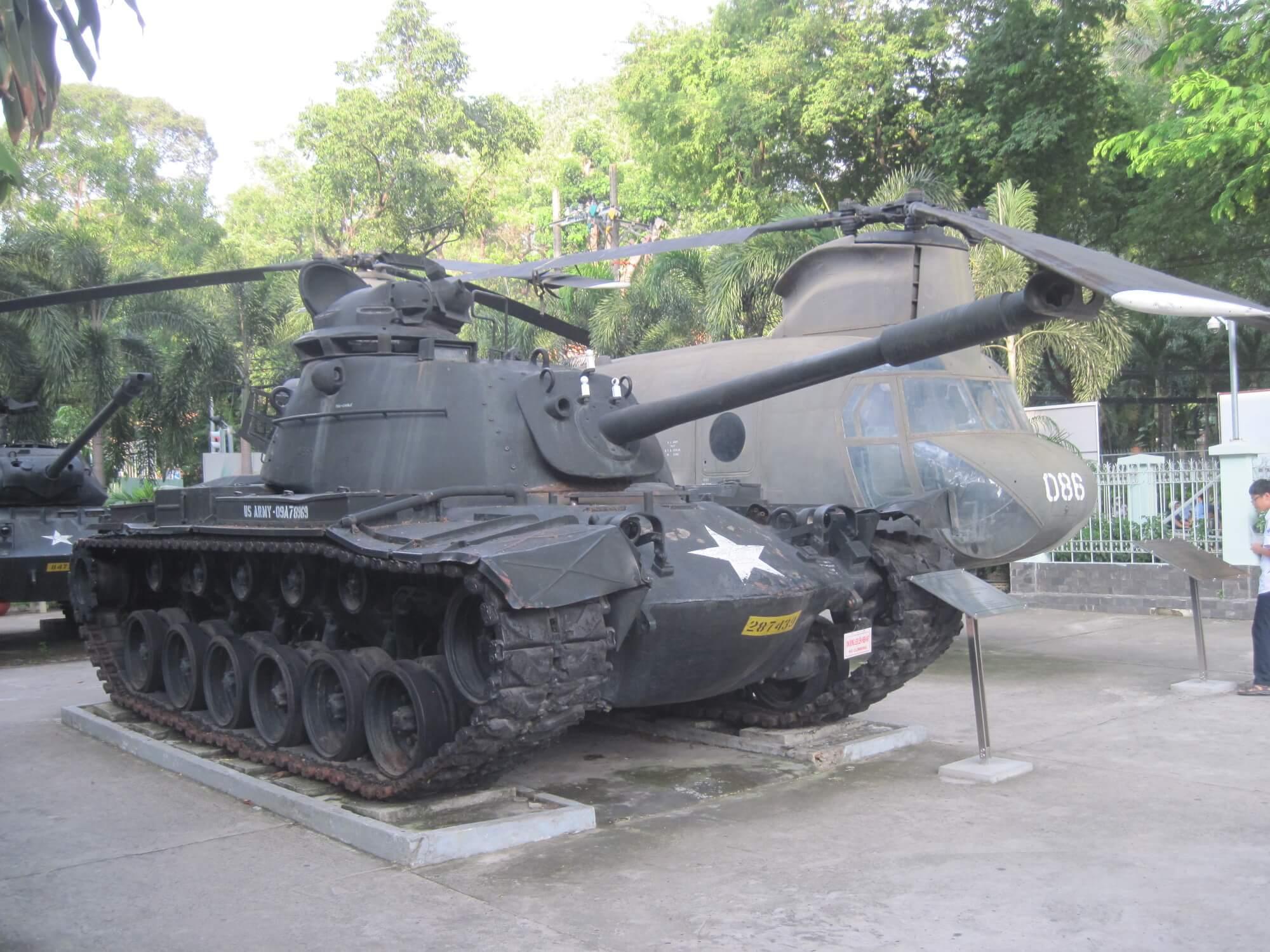 На территории музея жертв войны в Хошимине