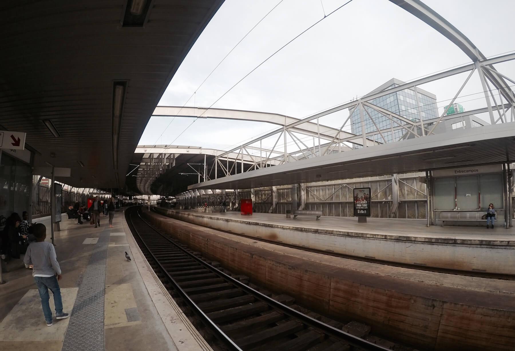 В ожидании поезда на станции Entrecampos
