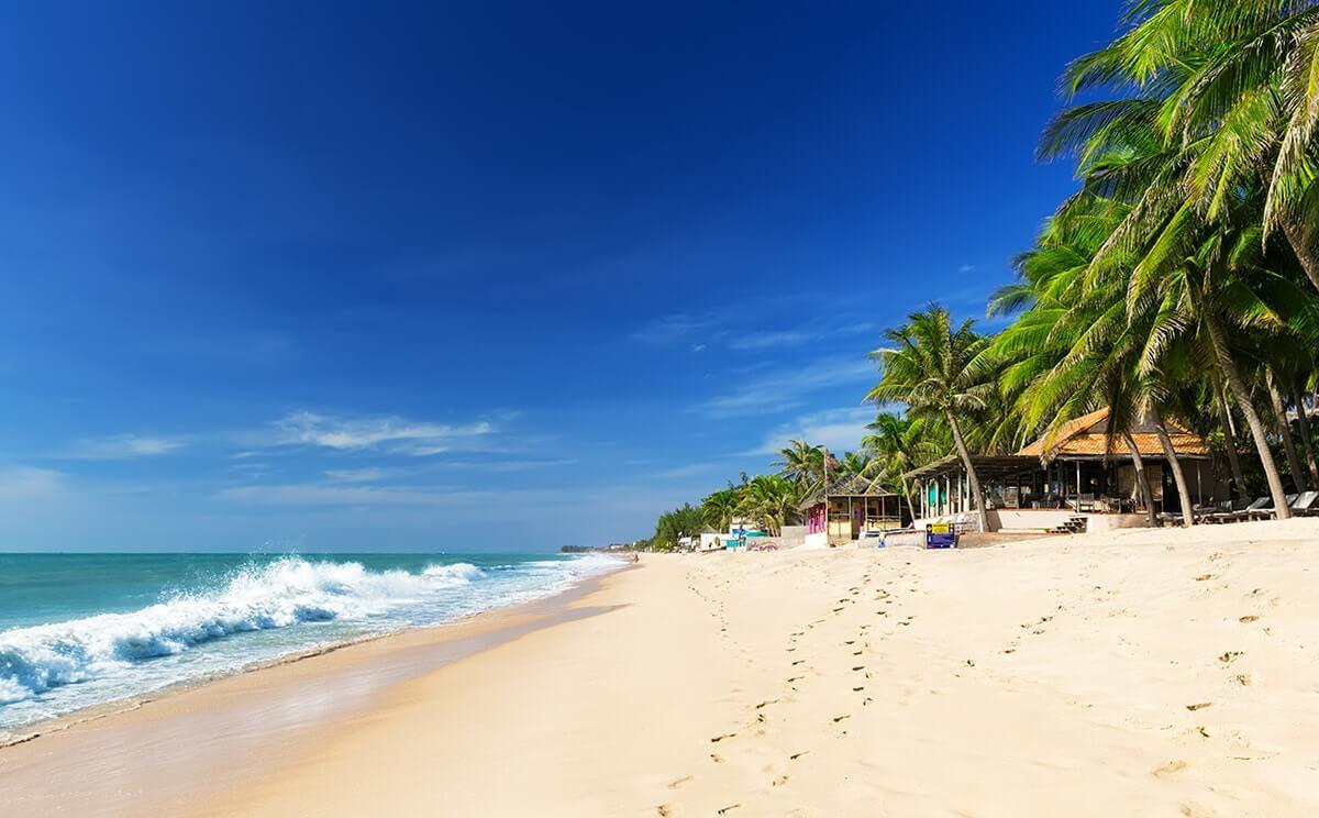 Пляж с белоснежным песком в Фантьете