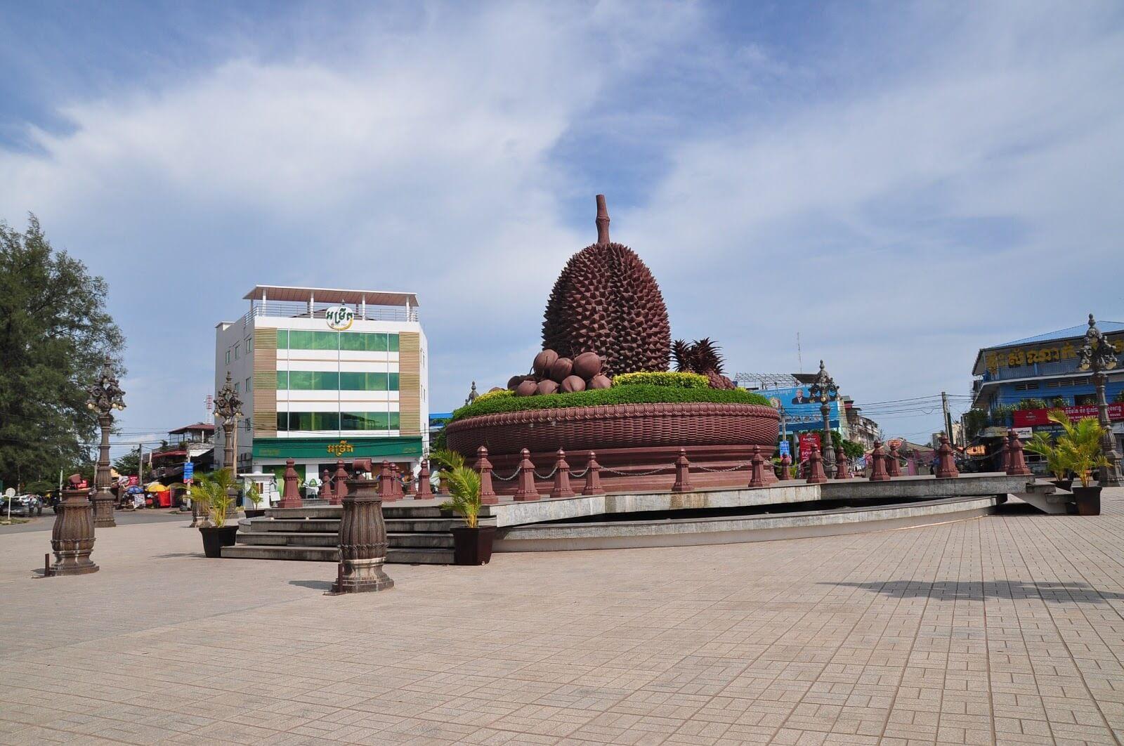 Статуя дуриана - центр Кампота
