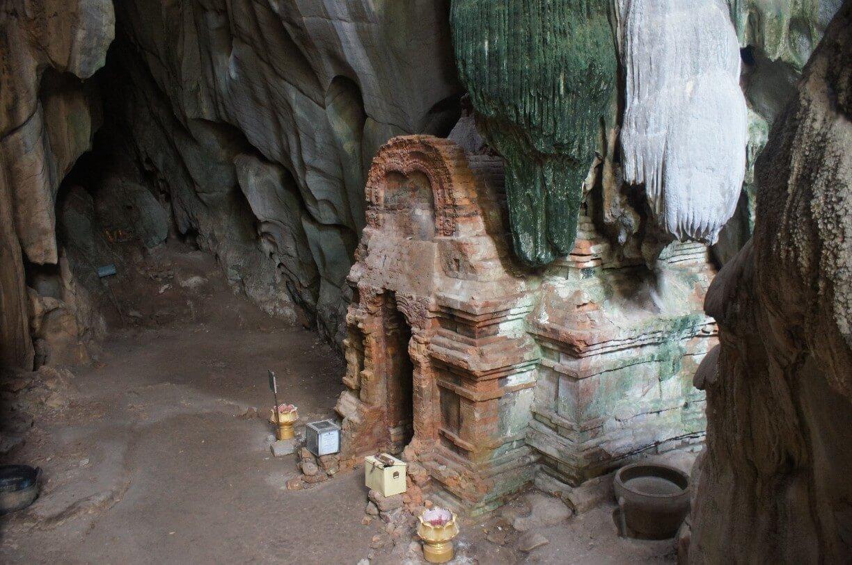 Пещерный храм Phnom Chhngok Cave Temple