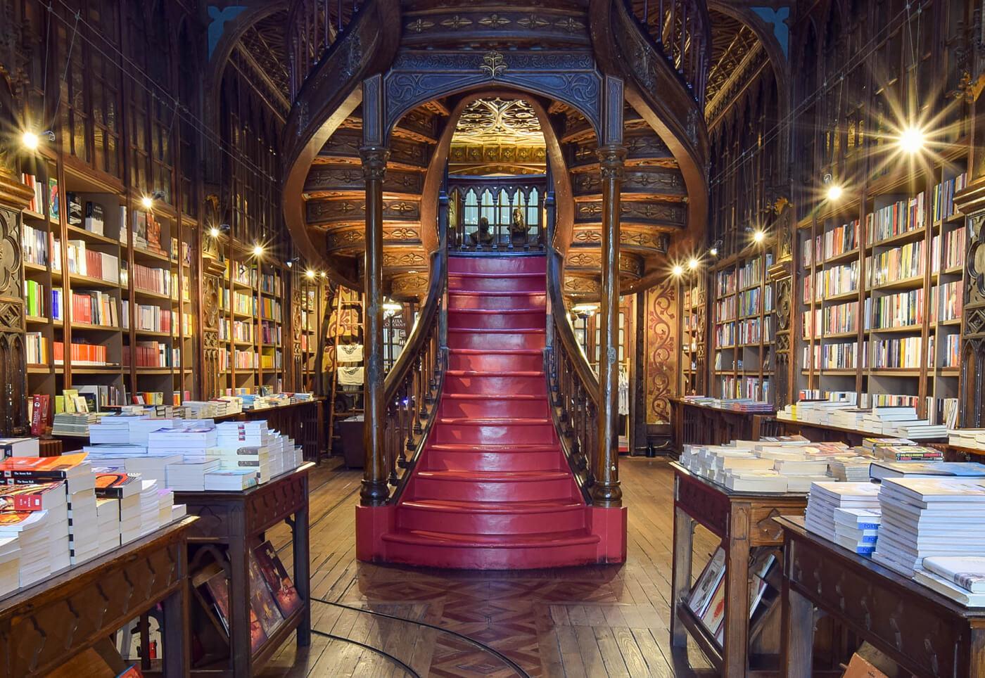Книжный магазин Lello & Irmão Bookshop