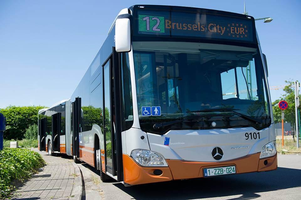 На таком автобусе предстоит ехать из аэропорта